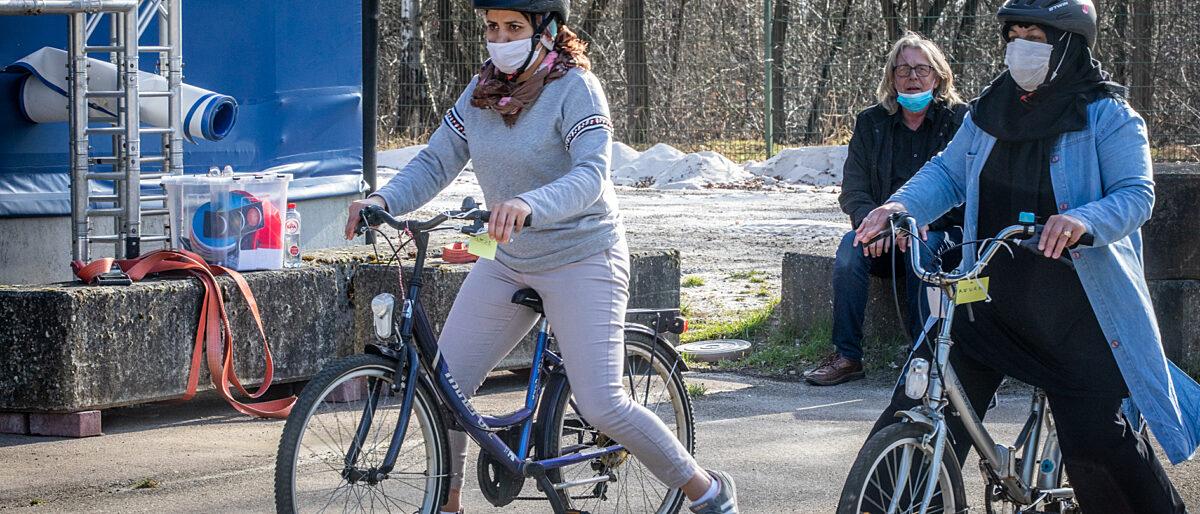 Vrouwen leren fietsen Genk Mine Dalemans 1 van 8