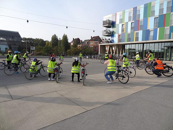 fietsness grote groep blauwputplein